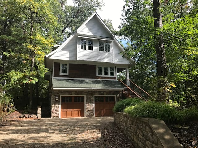Gorgeous Lake House, 1 block from the beach