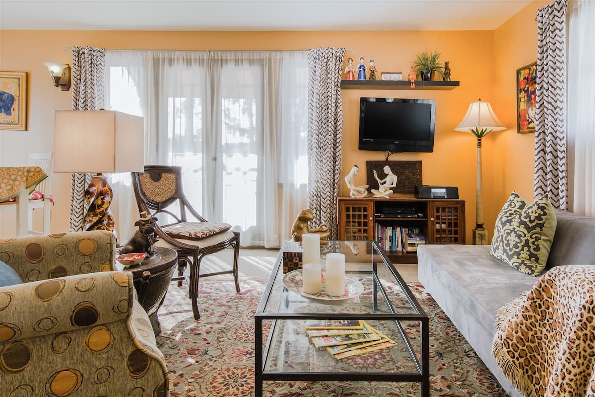 Global Chic Apartment in Belmont Shore