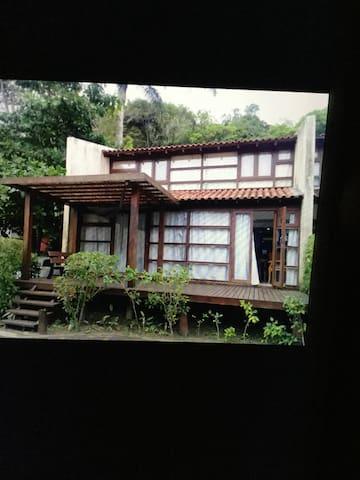 Linda casa no condomínio Marina buranhém