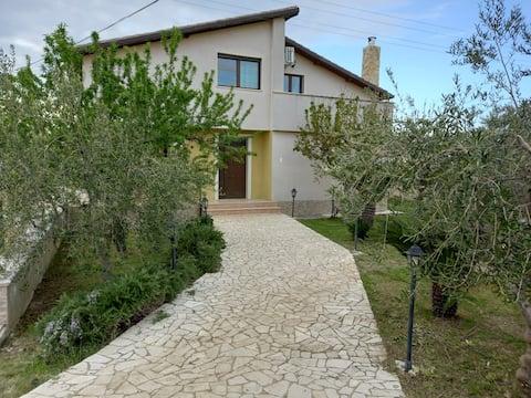 Intera Villa,  I tre ciliegi