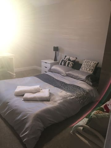 Family home, double room, central position in town
