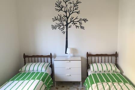 Komfortable 3 Zimmerwohnung - Torregrotta - Lejlighed