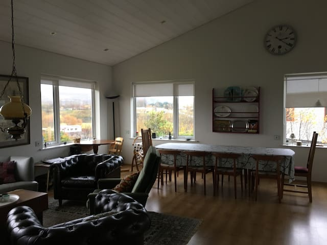 Spacious family house on the Golden Circle route - Flúðir - Casa