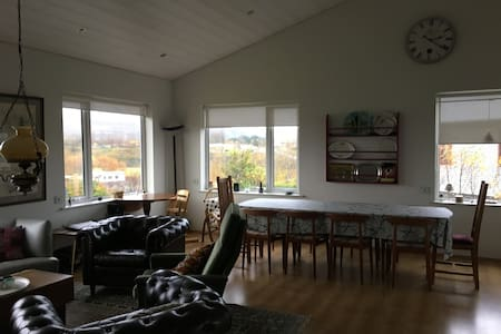 Spacious family house on the Golden Circle route - Flúðir - 獨棟