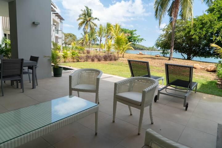 Brand New luxury beachfront apartment La Mivoie