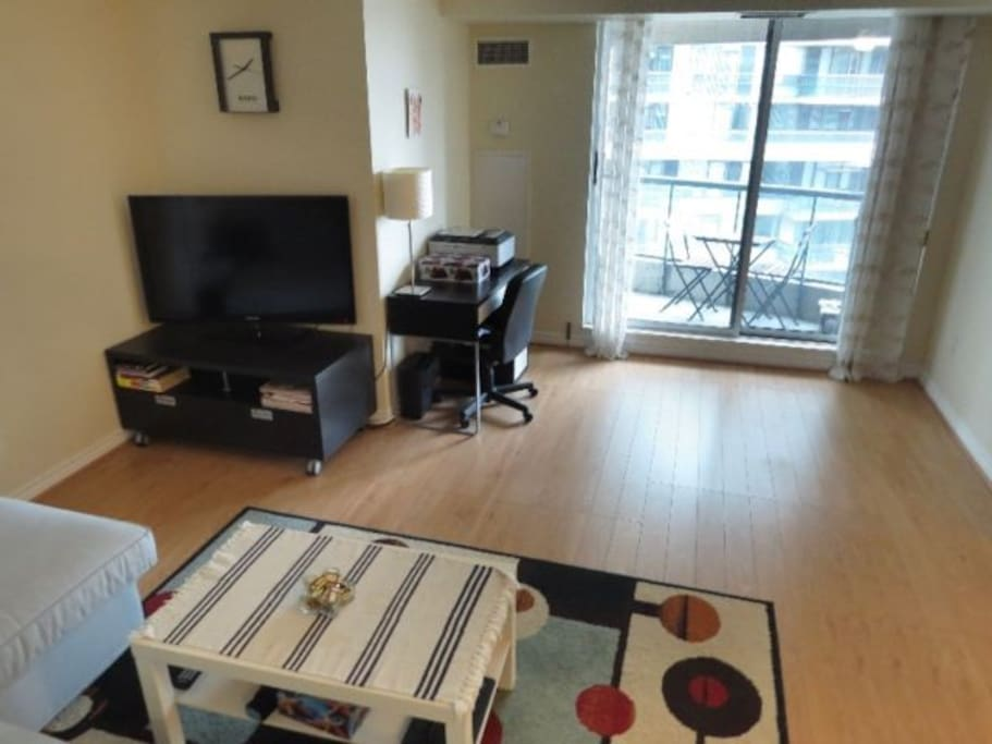 Fully Furnished Condo Yonge Finch 1 1 Bedroom Condominiums For Rent In Toronto Ontario Canada