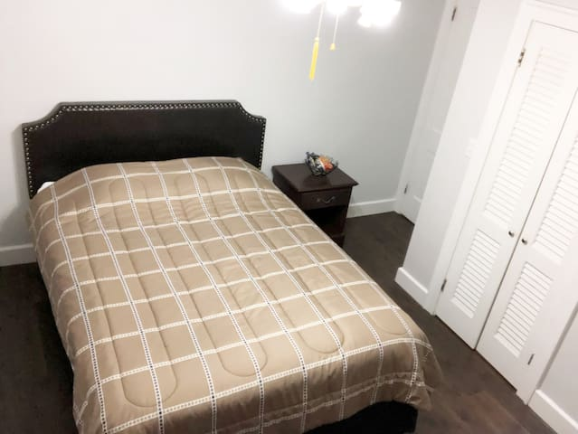 *NEW CoZy Room/15 min Cedar Pt/Perfect for Couples