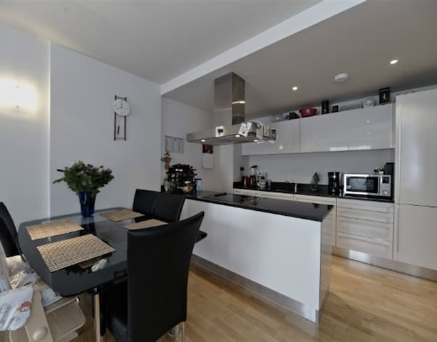 Stunning flat next to Battersea park