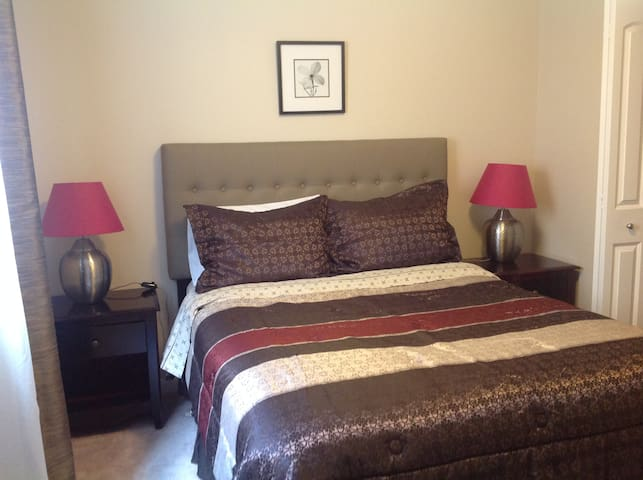 QueenBed Ensuite Bath 8mins AIRPORT - Calgary - Ev