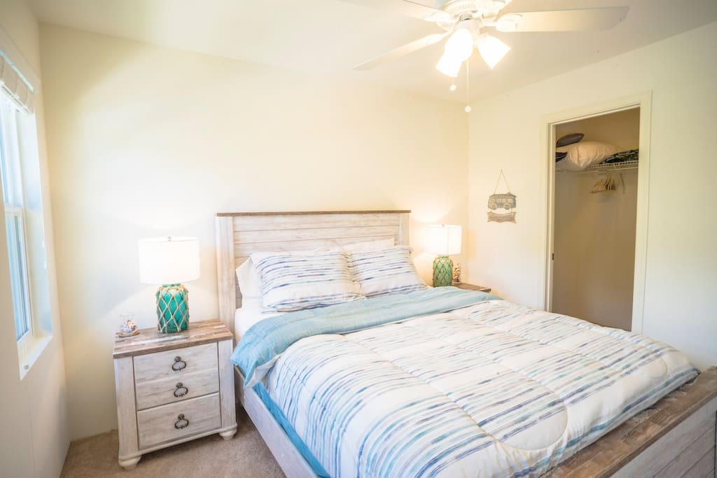 Queen sized bed + walk in closet for guests to put luggage and clothes.