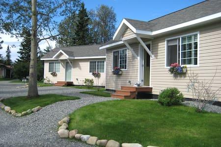 Alaska Garden Gate B&B and Cottages - Palmer - Bed & Breakfast