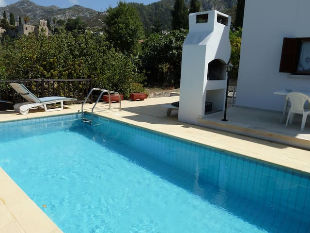 BELLAPAIS VILLA with private pool