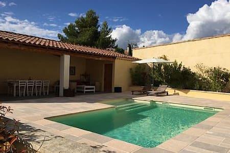 Face au Luberon, maison provencale avec piscine - Maubec