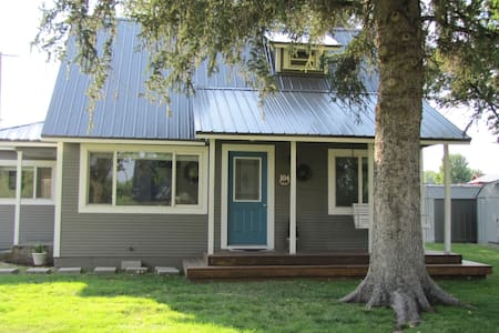The Mini Guest House- Sleeps 7 in 4 rooms
