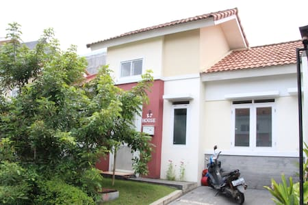 KT House for your comfort stay at Bandung suburbs - Padalarang - Haus