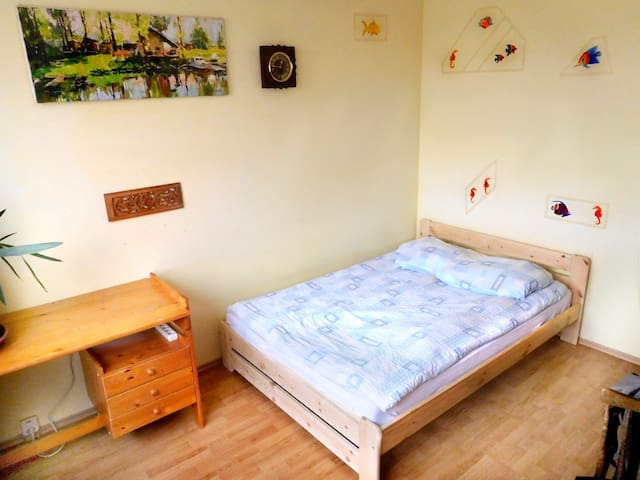 2 pers, 25 mins AIRPORT, 20 mins CITY CENTER* - Praga - Apartamento