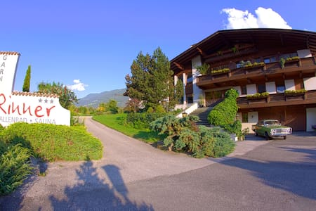 Garni - Hotel Rinner Julia,  Bed and Breakfast - Latsch - Bed & Breakfast