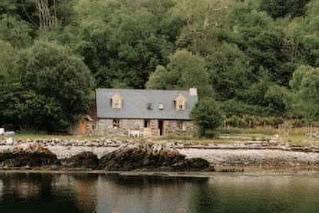 Large Fisherman's Beach Cottage (1/2 of building) - Plockton
