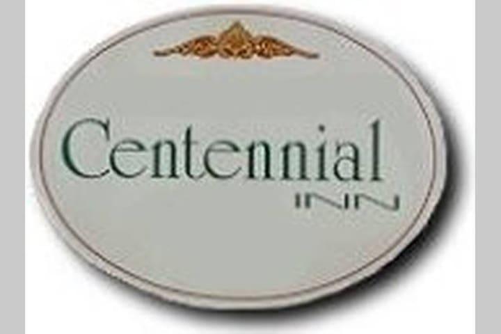 Centennial Inn - Audrey's Room (3)