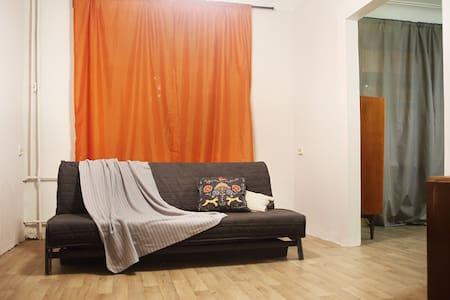 2-к квартира на длительный срок (пл.Куйбышева)