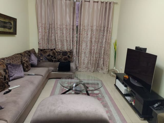 A private room in neat & tidy appt. - Sharjah - Apartamento