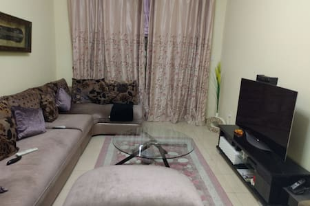 A private room in neat & tidy appt. - Sharjah - Daire