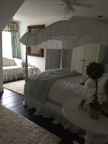 Luxury room in 5000 sq ft house - Camano Island - Dům