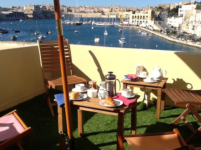 Stylish Waterfront Kalkara home - Birgu - Hus