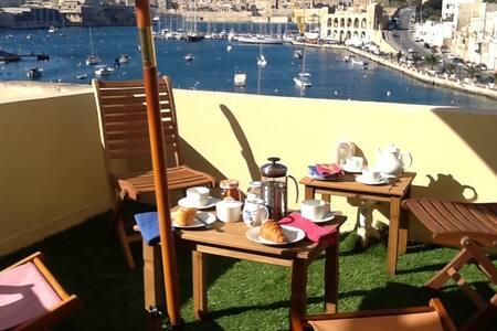 Stylish Waterfront Kalkara home - Birgu - 独立屋
