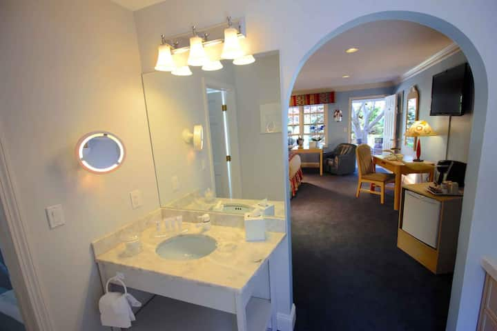 Pleasant Bay Village Resort - Extra Deluxe Room with Two Queen Beds