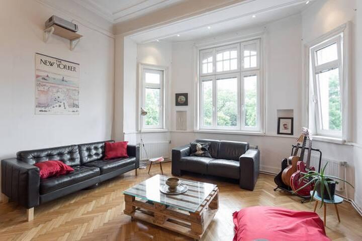 generous room next to sch nbrunn 1min to u4 wohnungen zur miete in wien wien sterreich. Black Bedroom Furniture Sets. Home Design Ideas