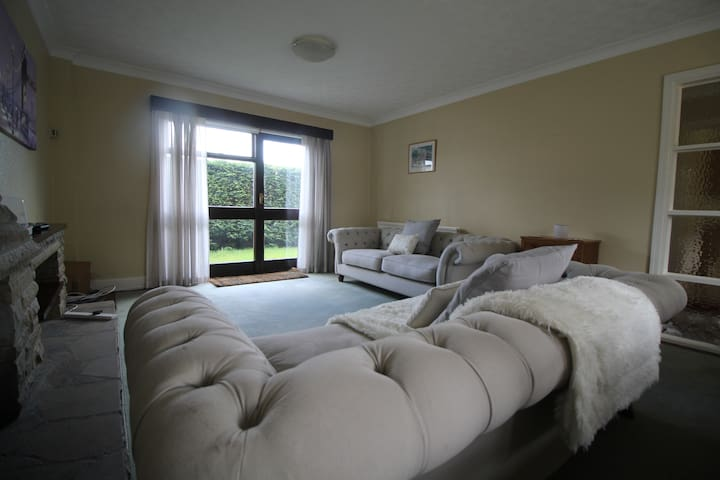4 Bedroom House In Lisvane Cardiff - Lisvane