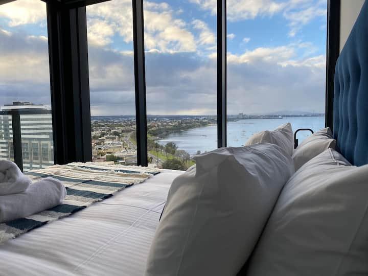 Luxury Sea View Apartment Geelong CBD 2 Beds2Bath