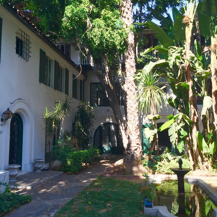 Old Hollywood Charm - Secluded Gem in the City