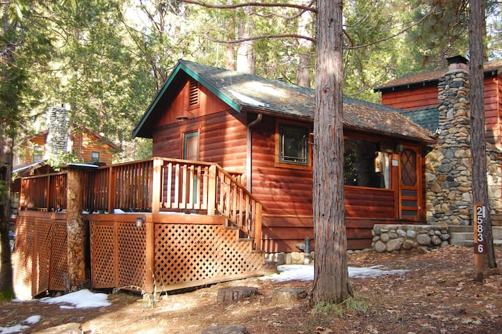 6 squirrel 39 s nest cabins for rent in yosemite national for Yosemite national park cabin rentals
