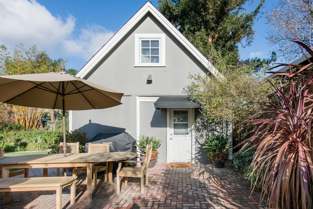 Private Cottage near Redwood City and San Carlos Downtowns