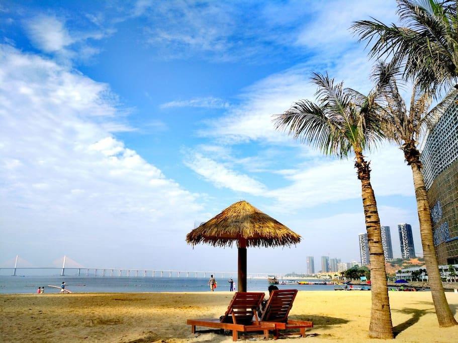 碧海、蓝天、白浪、金沙~踏浪听涛,海风拂面~还可以更舒爽吗?