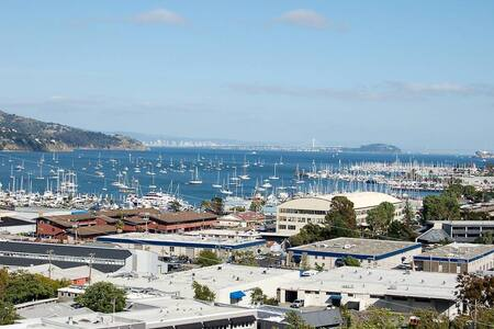 Amazing Views/Peaceful/Pool and Only 15 min to SF - Sausalito - Condominium