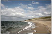 Beach at 400m distance.