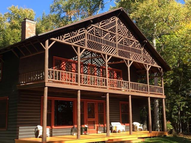 Historic Lady Tree Lodge - Саранак Лейк - Дом