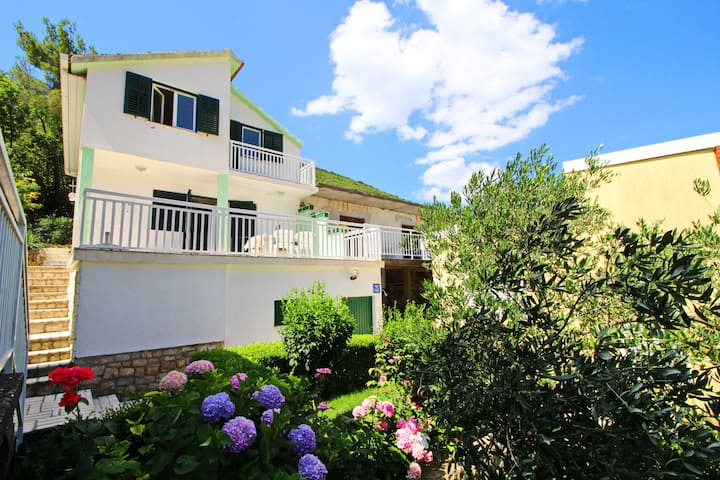 Holiday Home Gea - Three Bedroom Holiday Home with Terrace and Partial Sea View