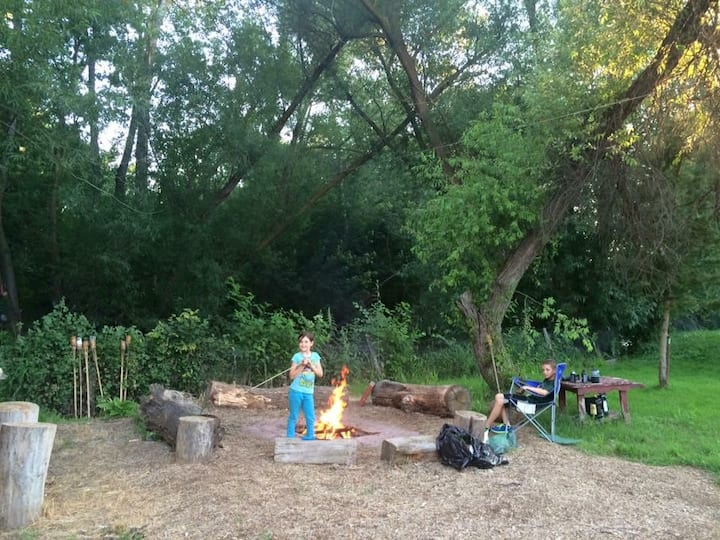 Riverfront Bunkhouse,Glamorous camping in the city