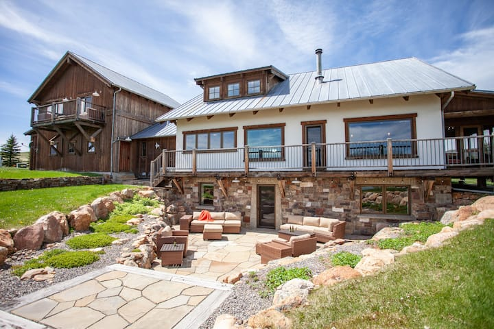 Expansive year round home found on 21 acres overlooking mountains and pond| 5 Bedroom, 5 Bathroom