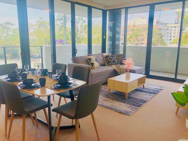 Excellent water view apt closed to Olympic park