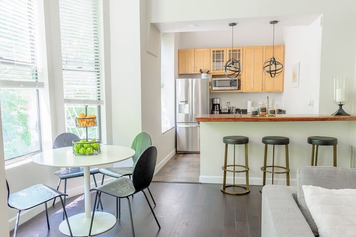 Chic Downtown Condo - Master Suite