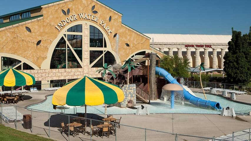WaterPark INCLUDED Odyssey Dells™- 2 Bedroom1 Bath