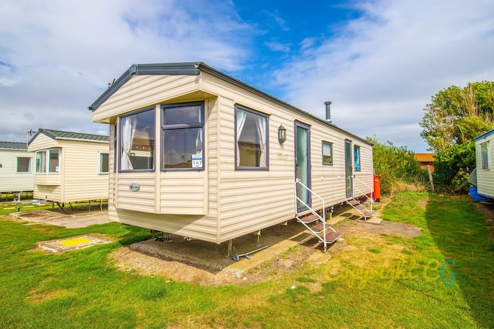 WW147 - Camber Sands Holiday Park - Sleeps 8 - close to playpark - 3 mins walk to the beach