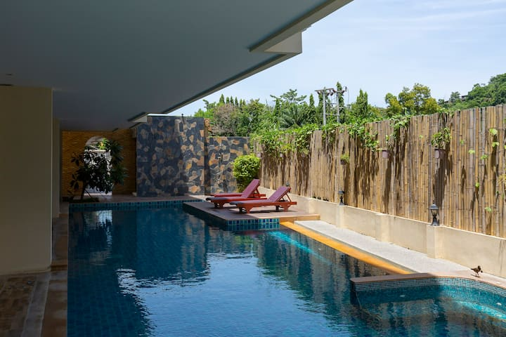 Chic Family 2-BR apartment 90 sq.m. for 4-5 guest ❤️ NaiHarn Beach (88/75C)