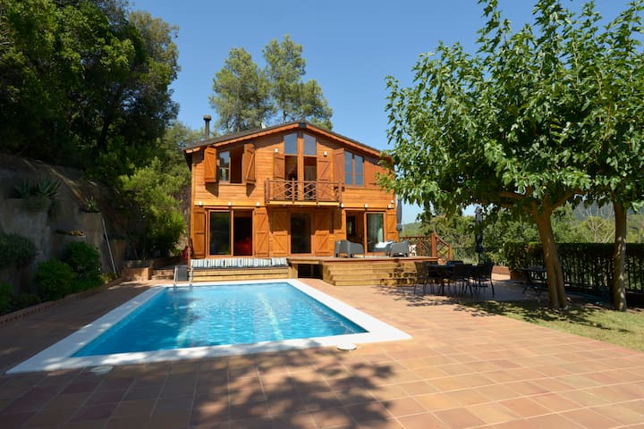 Gorgeous Villa in Nature, 10 min from Barcelona