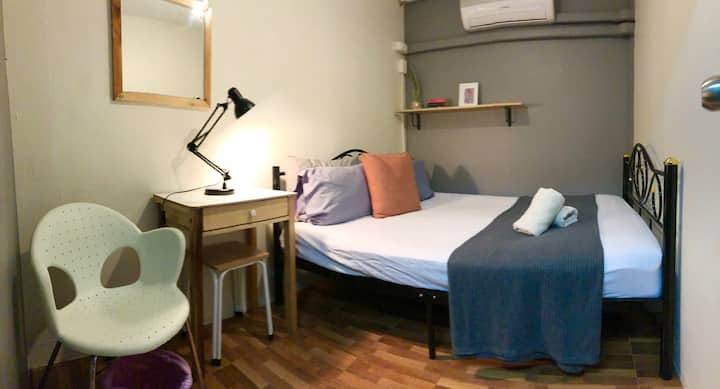 CHEAPEST Queen Bedroom in Asok with AC & Wifi